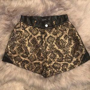 Sz XS MINKPINK Gold Paisley Print Pleather Shorts